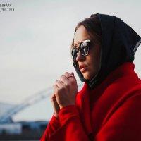 Woman in red :: Денис Лисейчиков