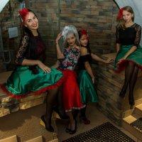 """""""три девицы у окна..."""" :: Дмитрий Сахнов"""