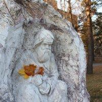 """Скульптура """"Врачеватель в октябре :: Наталья Золотых-Сибирская"""