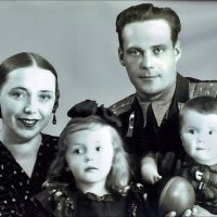 Семья офицера ВВС. 1952 год :: Нина Корешкова