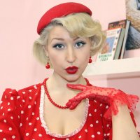 Девушка в красном ;) :: Александр Назаров