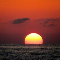 Утомлённое солнце нежно с морем прощалось :: Светлана