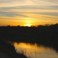 ☼-скрывая солнце за рекой, осенний вечер снова твой- :: Владимир Суязов