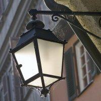 Старый городской фонарь :: Alexandr P