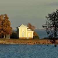 На побережье дом. :: Владимир Гилясев