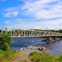 Мост через красавицу-реку Кемь :: Сергей Кочнев
