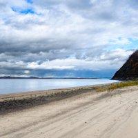 Осенний пляж. :: Поток