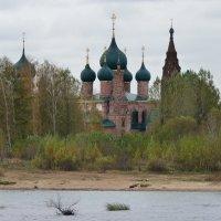 Храмовый ансамбль в Коровниках,  Ярославль... :: Galina Leskova