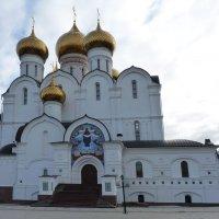 Свято-Успенский кафедральный собор Ярославля :: Galina Leskova