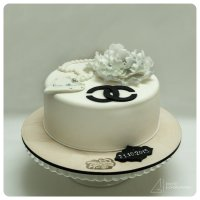 Белый торт. :: Евгений Чихачёв