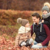 Счастливый папа с дочками :: Dmitry Travnikov