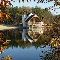 Клуб на лесном озере :: Виктор Марченко