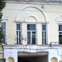 Арка с фрагментом дома купца Алянчикова. :: Николай Варламов