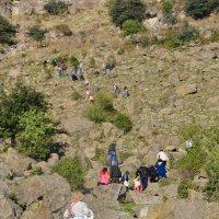 На пути к древней церкви :: Manvel Babayan