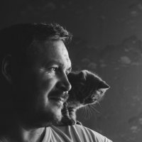 Мужчина с котенком :: Анна Никонорова