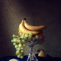 Натюрморт с фруктами и осенними грушами :: Ирина Приходько