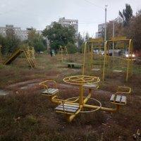 Детская площадка осенью :: Николай Филоненко