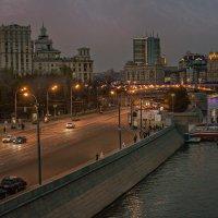 Вечерний город тихо открывает двери для открытий :: Ирина Данилова