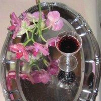 Орхидея и бокал вина :: Маера Урусова