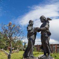Памятник Петру и Февронии :: Павел Белоус