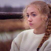 на берегу реки :: Александра Сучкова