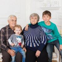 """дедушка и бабушка с внуками :: Первая Детская Фотостудия """"Арбат"""""""