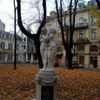 Амур и Психея в сквере Пале-Рояль. :: Александр Корчемный