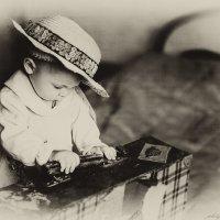 Даша и старый чемодан :: Olga Zhukova