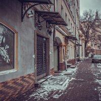 А тени у подъезда отирались… :: Ирина Данилова