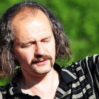 ЗАГОРАЖИВАЯ  СОЛНЦЕ :: Валерий Викторович РОГАНОВ-АРЫССКИЙ