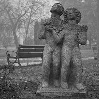 Фигуры в парке :: Ростислав