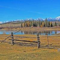 За плетнём река и горы :: Анатолий Иргл