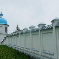 Одна из башен ограды Покрово-Тервенического женского монастыря :: Елена Павлова (Смолова)