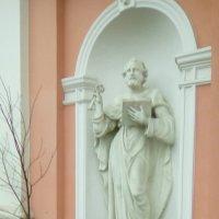 Скульптура у ворот Крестовоздвиженского собора. :: Светлана Калмыкова