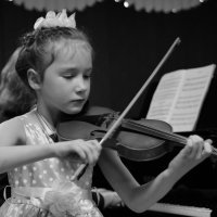 ...играет на скрипке. :: Anatolyi Usynin