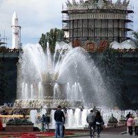 игра и шум воды в городе :: Олег Лукьянов