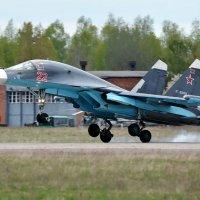 03 мая 2015 года. Посадка Су-34 № 22 ВВС России. Мачулищи (UMLI) :: Сергей Коньков