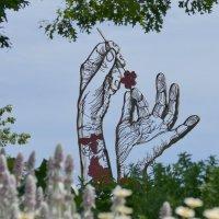 Эмблема у входа в Королевские Сады (Royal Botanical Gardens) :: Юрий Поляков