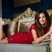 Девушка в красном платье :: Мария Зубова