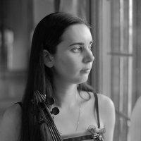 скрипачка Камилла :: Тарас Золотько