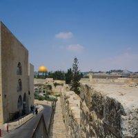 Иерусалим, Старый Город, вид со стены на Золотой купол :: Игорь Герман