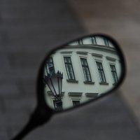 Громадное в маленьком зеркале :: Александр Валяев