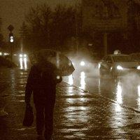 Дождь. Человек. Фары. :: Юрий Гайворонский