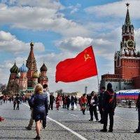 Красное на Красной :: Валерий Антипов