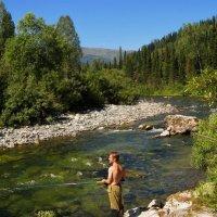 Летняя рыбалка на горной реке :: Сергей Чиняев