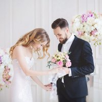 Такое безграничное счастье при первой встрече жениха и невесты :: Анастасия Кочеткова