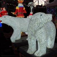 Белые медведи в городе :: Ириша ****