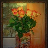 Ваза с розами на окне :: Nina Yudicheva