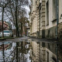 Зеркало тротуара :: Константин Бобинский