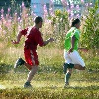 Футболисты показали красивую игру. :: Валентин Кузьмин